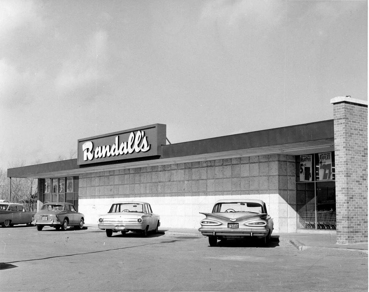 """Randalls fifth Houston store was at 5714 Old Richmond Road. Departments include meats, groceries, produce, bakery, frozen foods and drugs. The market features an """"old fashioned"""" meat department, with butchers on duty."""