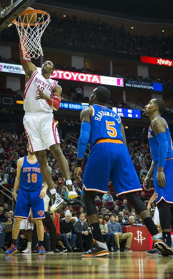 Dwight Howard dunks the ball as Knicks guards Tim Hardaway Jr. (5) and  Beno Udrih (18) look on. Photo: Smiley N. Pool, Houston Chronicle