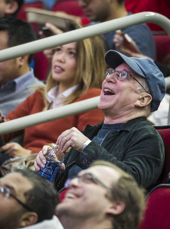 Musician Paul Simon watches the Rockets play the Knicks. Photo: Smiley N. Pool, Houston Chronicle