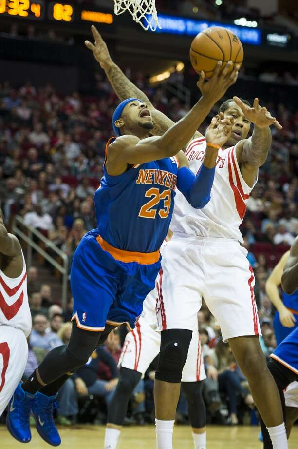Rockets power forward Greg Smith (4) defends against Knicks shooting guard Toure' Murry. Photo: Smiley N. Pool, Houston Chronicle