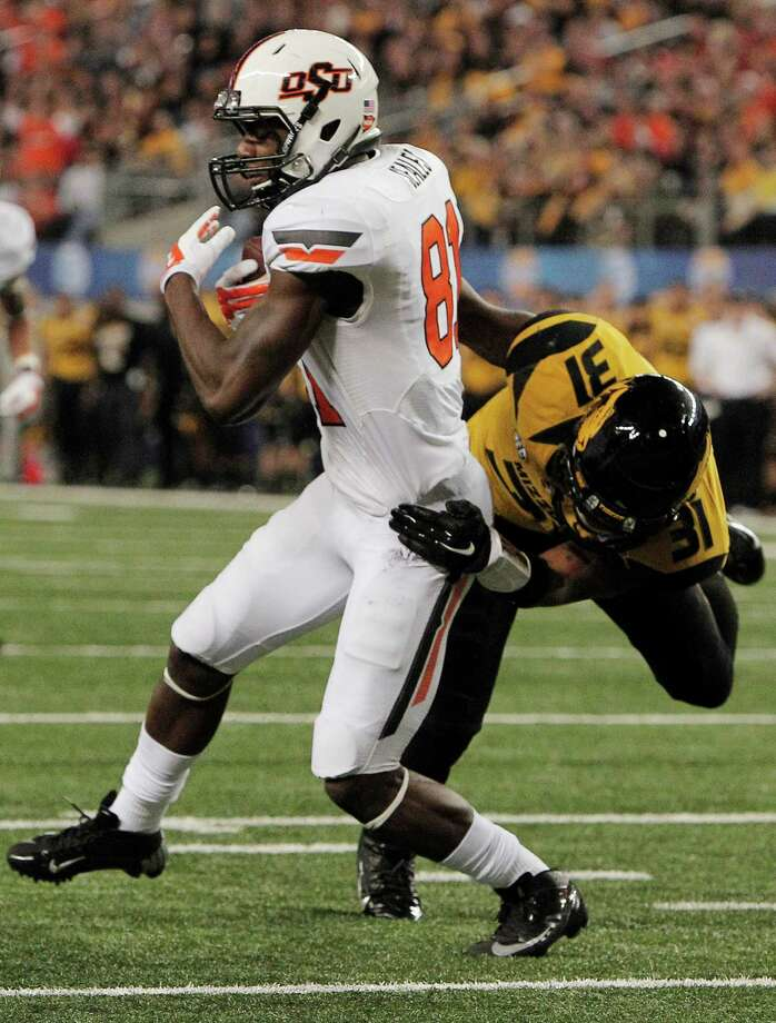 Oklahoma State wide receiver Jhajuan Seales (81) gets the ball past Missouri defensive back E.J. Gaines (31) to score a touchdown during the second half of the Cotton Bowl on Friday in Arlington, Texas. The former Port Arthur Memorial star caught three passes for 42 yards and one touchdown in the game. (AP Photo/Brandon Wade) Photo: Brandon Wade, FRE / FR168019 AP
