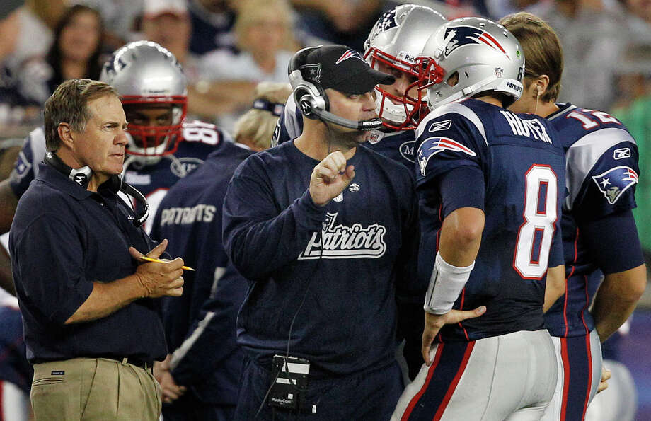 As the Patriots' offensive coordinator in 2011, Bill O'Brien, center, was in his element - coaching where he grew up. Photo: Elise Amendola, STF / AP2011