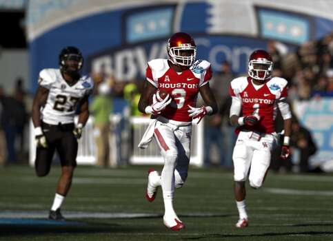 UH receiver Deontay Greenberry runs in a touchdown versus Vanderbilt. Photo: Cody Duty, Houston Chronicle