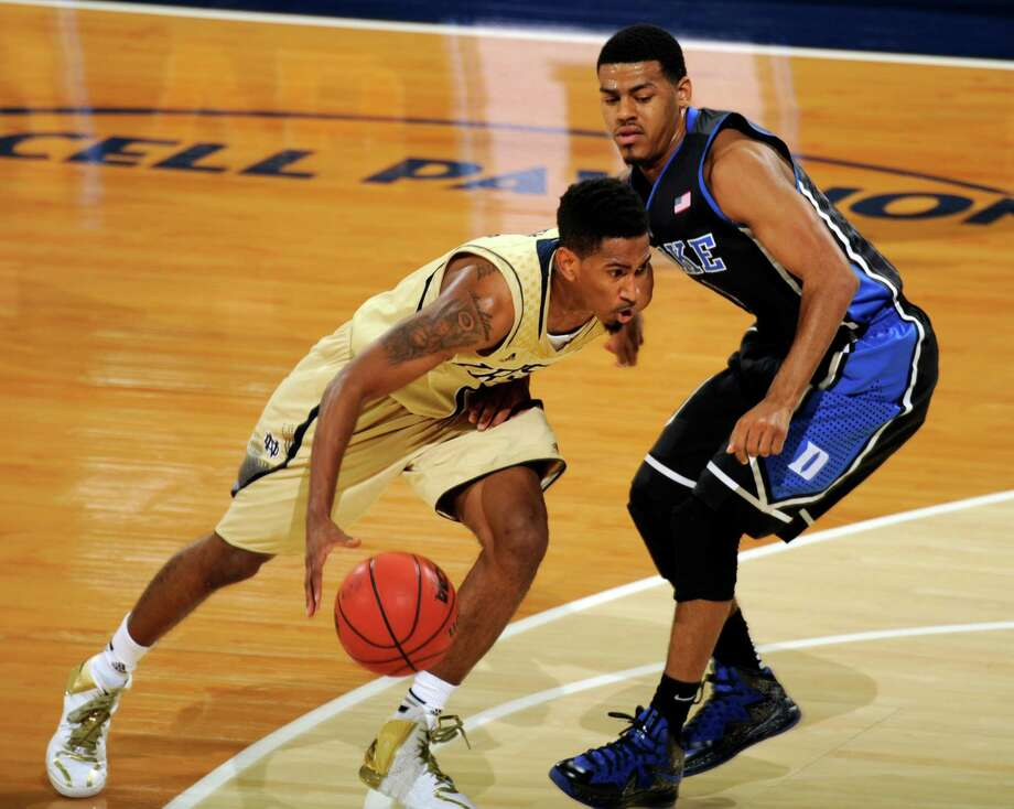 Notre Dame gaurd Eric Atkins, left, dribbles past Duke guard Quinn Cook during the first half of an NCAA college basketball game, Saturday, Jan. 4, 2014 in South Bend, Ind. (AP Photo/Joe Raymond)  ORG XMIT: INJR105 Photo: Joe Raymond / FR25092 AP