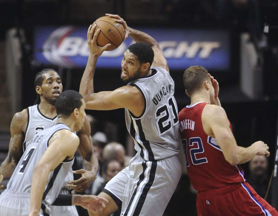 Tim Duncan of the San Antonio Spurs grabs a rebound against the Los Angeles Clippers during second-half NBA action in the AT&T Center on Saturday, Jan. 4, 2014. Photo: San Antonio Express-News