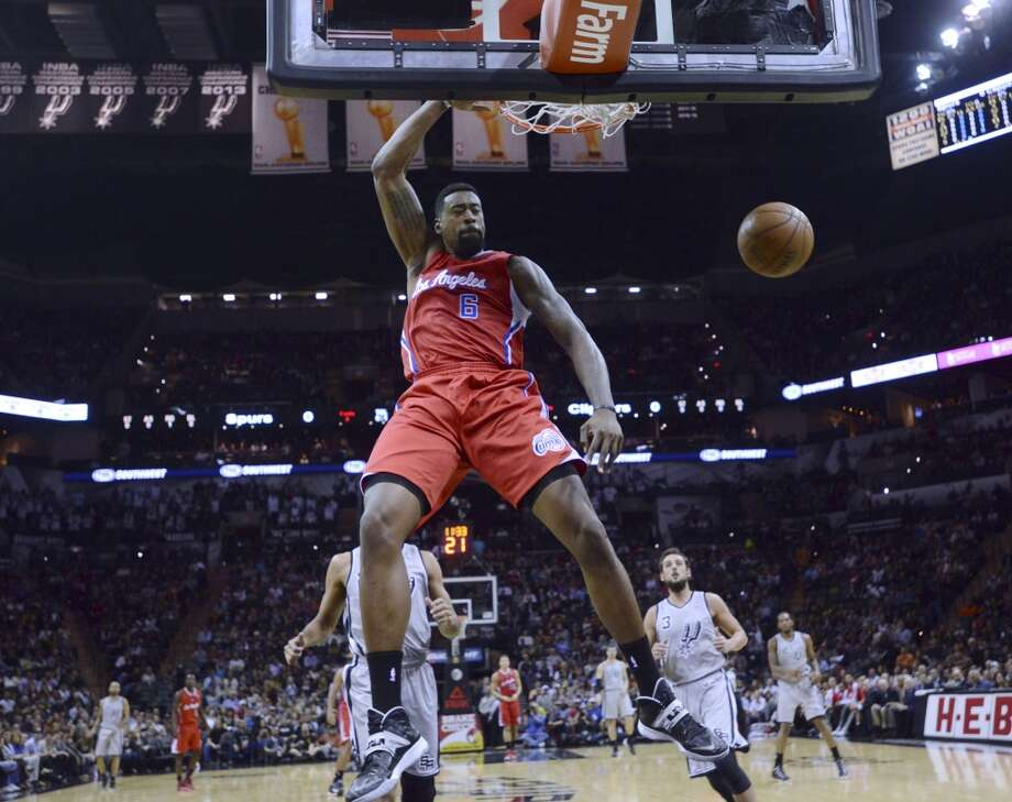 DeAndre Jordan of the Los Angeles Clippers dunks against the San Antonio Spurs during first-half NBA action in the AT&T Center on Saturday, Jan. 4, 2014. Photo: San Antonio Express-News