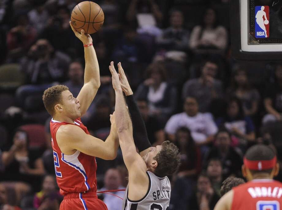 Blake Griffin of the Los Angeles Clippers shoots over Tiago Splitter of the San Antonio Spurs in NBA action at the AT&T Center on Saturday, Jan. 4, 2014. Photo: San Antonio Express-News