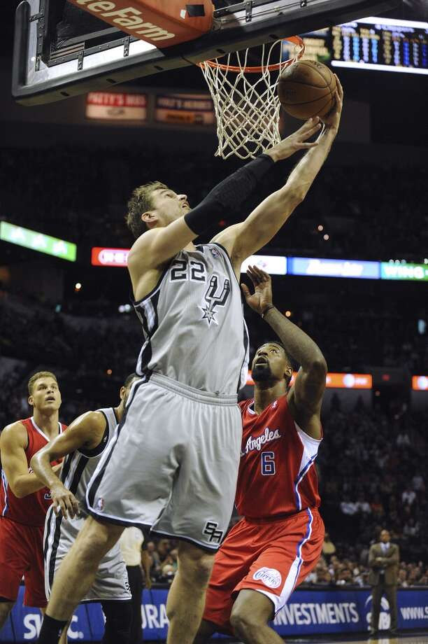 Tiago Splitter of the San Antonio Spurs executes a reverse layup as DeAndre Jordan of the Los Angeles Clippers defends during NBA action in the AT&T Center on Saturday, Jan. 4, 2014. Photo: San Antonio Express-News