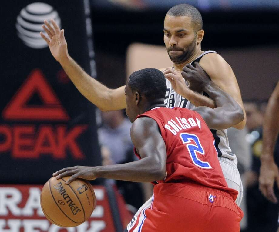 Tony Parker of the San Antonio Spurs defends as Darren Collison of the Los Angeles Clippers attempts to drive through during first-half NBA action in the AT&T Center on Saturday, Jan. 4, 2014. Photo: San Antonio Express-News