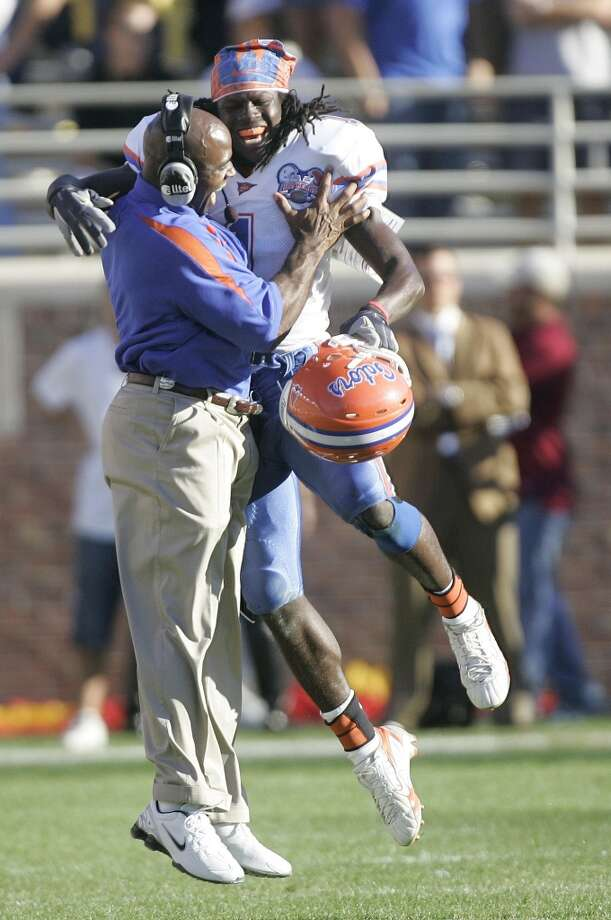 Strong had two stints as an assistant at Florida. He served as the Gators defensive coordinator from 2003-09, when he helped lead the team to two national championships. Photo: Phil Coale, Associated Press