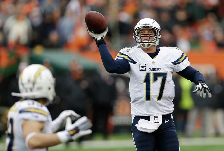 San Diego Chargers quarterback Philip Rivers (17) tosses a pass to running back Danny Woodhead in the second half of an NFL wild-card playoff football game against the Cincinnati Bengals, Sunday, Jan. 5, 2014, in Cincinnati. (AP Photo/Al Behrman) ORG XMIT: PBS121 Photo: Al Behrman / AP