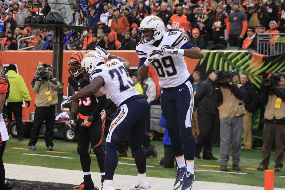 Chargers tight end Ladarius Green (89) celebrates his 4-yard touchdown with running back Ronnie Brown (23) in the second half. Brown also scored in the win. Photo: Tom Uhlman, Associated Press