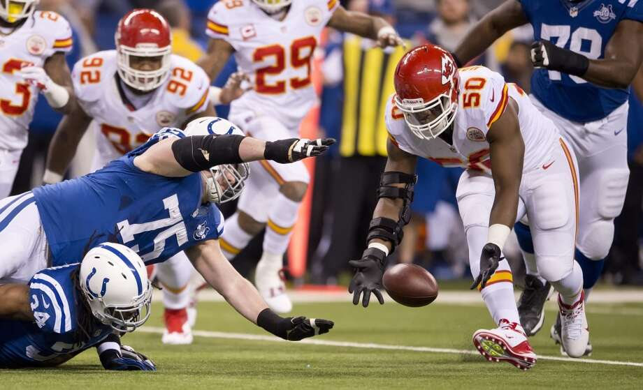 Chiefs outside linebacker Justin Houston (50) recovers a fumble by Colts running back Trent Richardson. Photo: David Eulitt, McClatchy-Tribune News Service