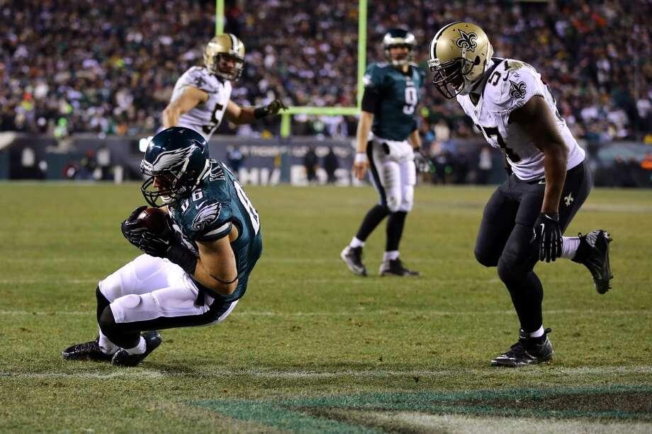 Zach Ertz scores a 3 yard touchdown. Photo: Al Bello, Getty Images