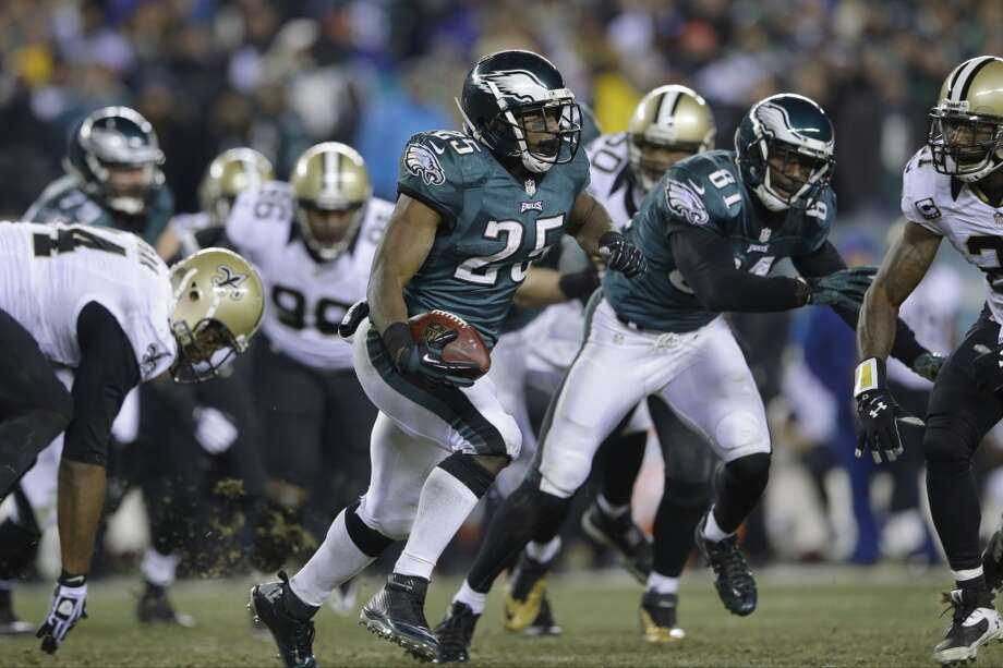 LeSean McCoy runs. Photo: Michael Perez, Associated Press