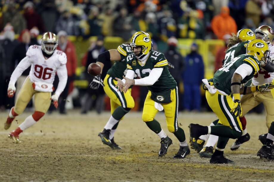 Packers quarterback Aaron Rodgers (12) tosses a ball. Photo: Mike Roemer, Associated Press