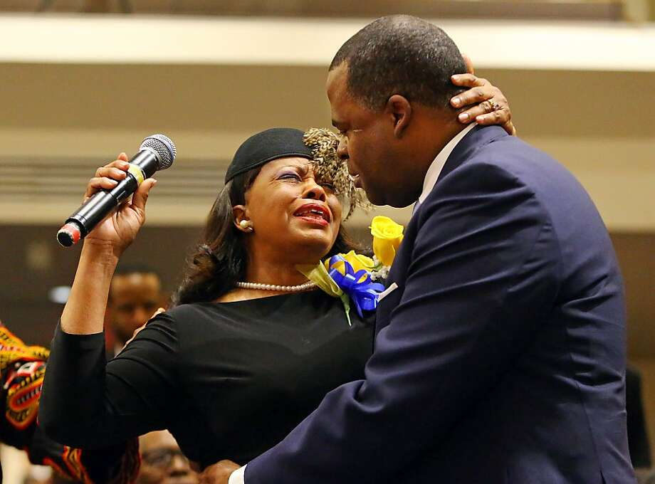 Mayor of Atlanta Kasim Reed and his mother Sylvia Reed become emotional while she sings a musical tribute to him during an interfaith worship service celebrating his second term of mayor at Cascade United Methodist Church on Sunday, Jan. 5, 2014, in Atlanta.     (AP Photo/Atlanta Journal-Constitution, Curtis Compton)  MARIETTA DAILY OUT; GWINNETT DAILY POST OUT; LOCAL TV OUT; WXIA-TV OUT; WGCL-TV OUT Photo: Curtis Compton, Associated Press