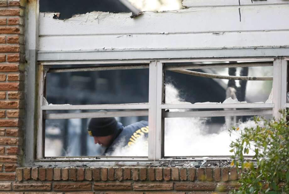 Firefighters respond to a fire at Bellaire and Larkwood Jan. 6, 2014. Photo: Johnny Hanson, Houston Chronicle