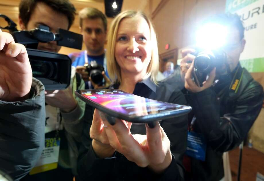 Journalists watch presentation of LG G Flex phone during the first press event 'CES Unveiled' at the Mandalay Bay Convention Center. Photo: JOE KLAMAR, AFP/Getty Images