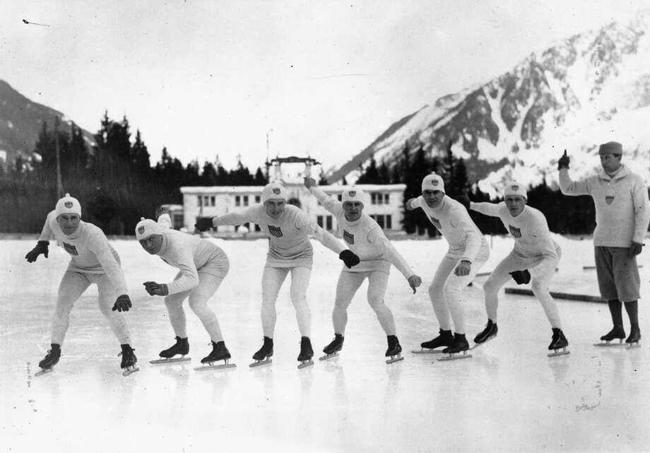 A group of American skaters practices during the 1924 Winter Olympics at Chamonix, France, in 1924. Photo: Topical Press Agency, Getty Images / Hulton Archive