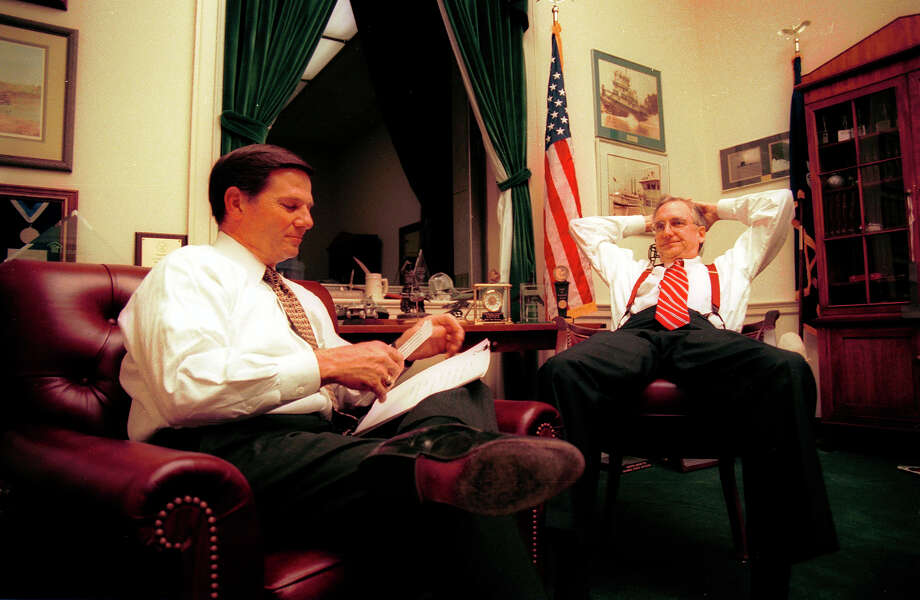 Republican Tom Delay, right, hold a private meeting at Robert Livingston's, left, office, November 17, 1998, as the House Judiciary leaders consider impeachable charges against President Clinton in Washington, DC. Photo: Karin Cooper, Getty Images / Hulton Archive