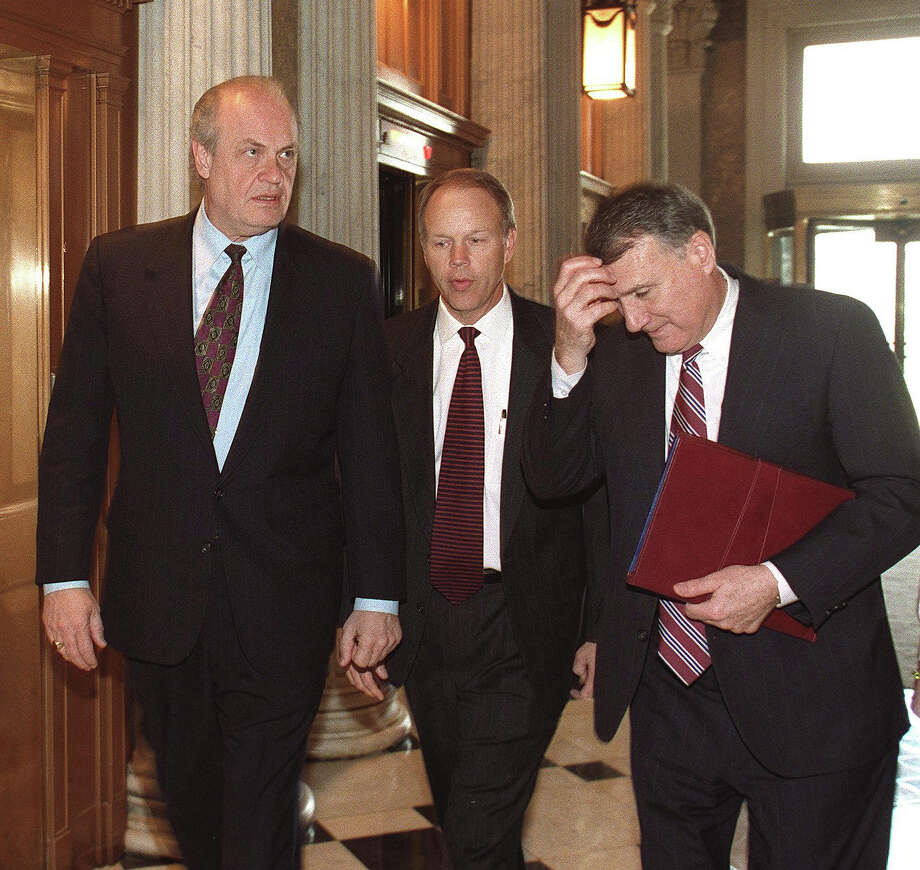US Senators Fred Thompson (L, R-TN), Don Nickles (C, R-OK) and Jon Kyl (R, R-AZ) walk to the Senate chambers for the resumption of US President Bill Clinton's impeachment trial on Capitol Hill in Washington DC, 27 January. The Senate voted not to dismiss the impeachment charges and in favor of calling witnesses. Photo: STEPHEN JAFFE, AFP/Getty Images / AFP