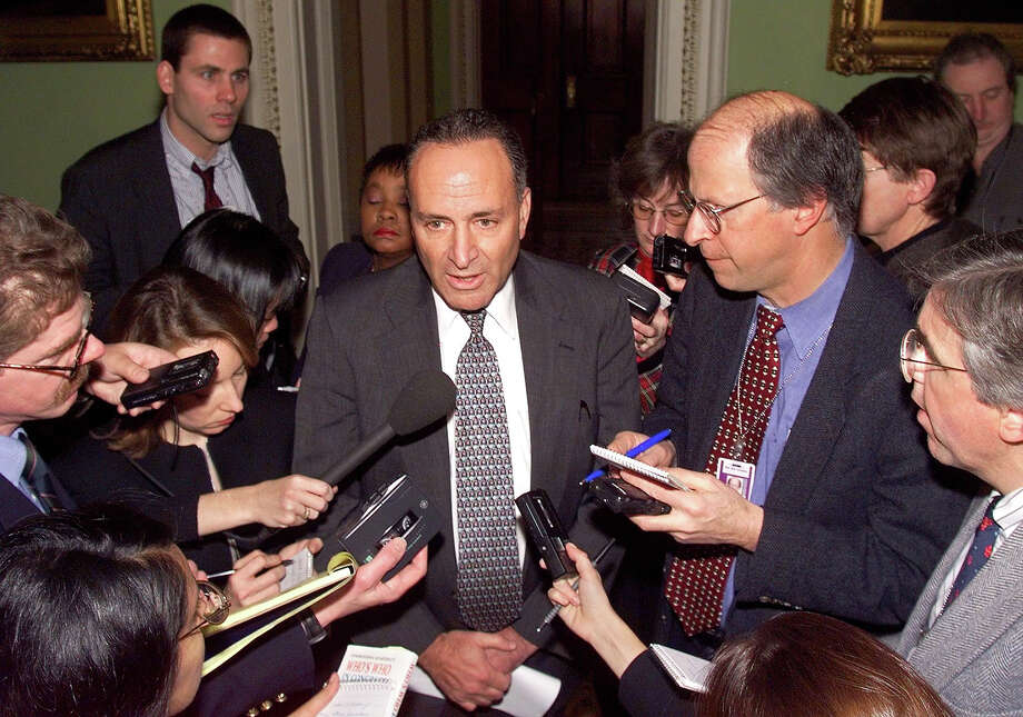 US Senator Charles Schumer (D-NY) briefs reporters in the halls of the US Senate shortly before the start of the 14 January impeachment trial of US President Bill Clinton in Washington, DC. US Supreme Court Justice William Rehnquist will preside over the trial. Photo: TIM SLOAN, AFP/Getty Images / AFP
