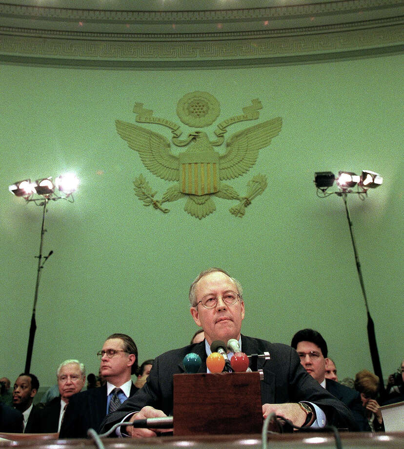 Independent Counsel Kenneth Starr testifies during the US House Judiciary Committee impeachment hearings 19 November on Capitol Hill in Washington, DC. Starr is testifying about an alleged pattern of obstruction of justice in the investigation by US President Bill Clinton in the investigation into his relationship with Monica Lewinsky. Photo: LUKE FRAZZA, AFP/Getty Images / AFP