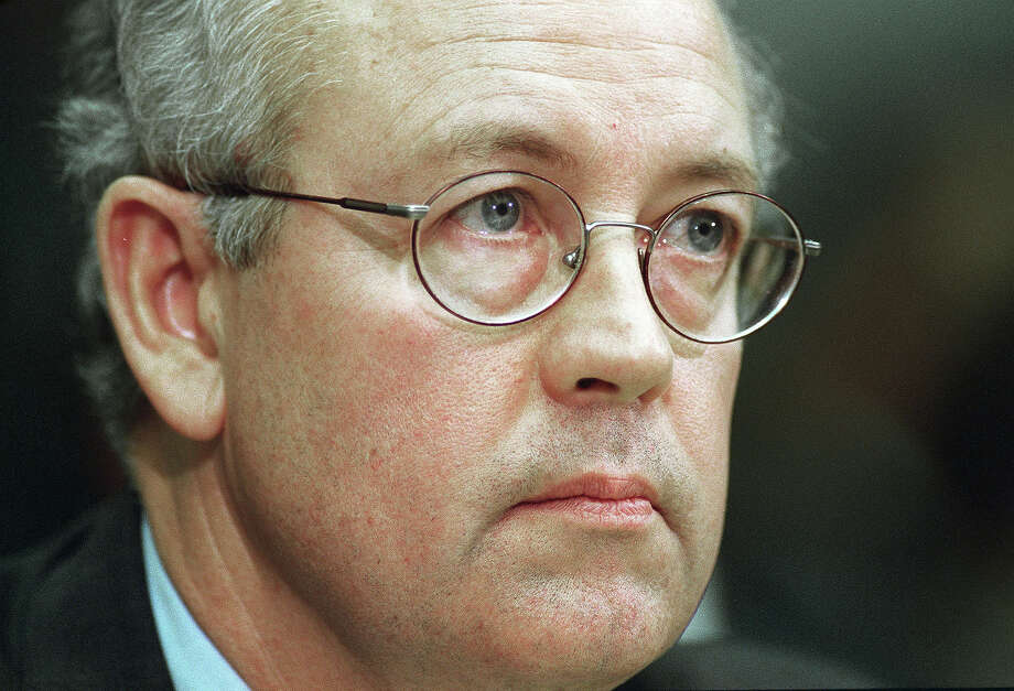 Independent Counsel Kenneth Starr testifies before House Judiciary Committee regarding articles of impeachment against President Bill Clinton. Photo: Scott J. Ferrell, Congressional Quarterly/Getty Im / CQ-Roll Call Group