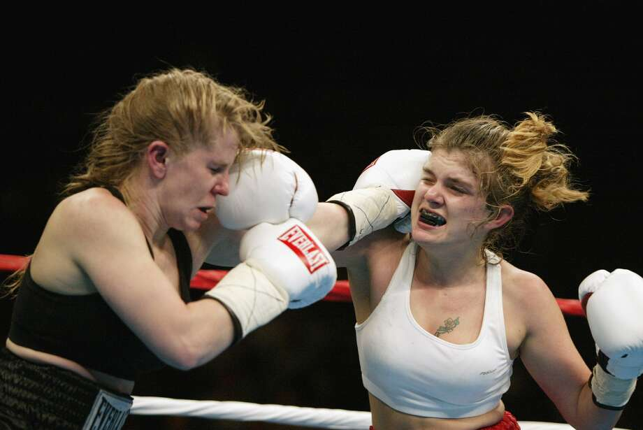 But her skating career crashed. So she turned to boxing. On Feb. 22, 2003, she faced Smantha Brown in a match in Memphis. Harding lost.