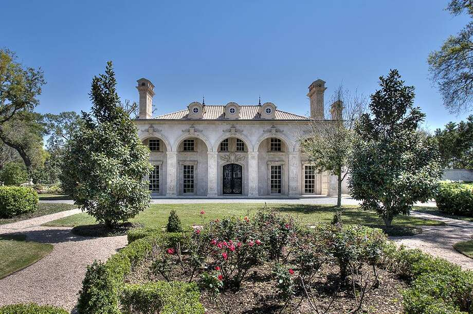 This home located at 2307 River Oaks Blvd. is currently listed for $7,900,000. (Sale currently pending.) Photo: Houston Association Of Realtors / HAR.com