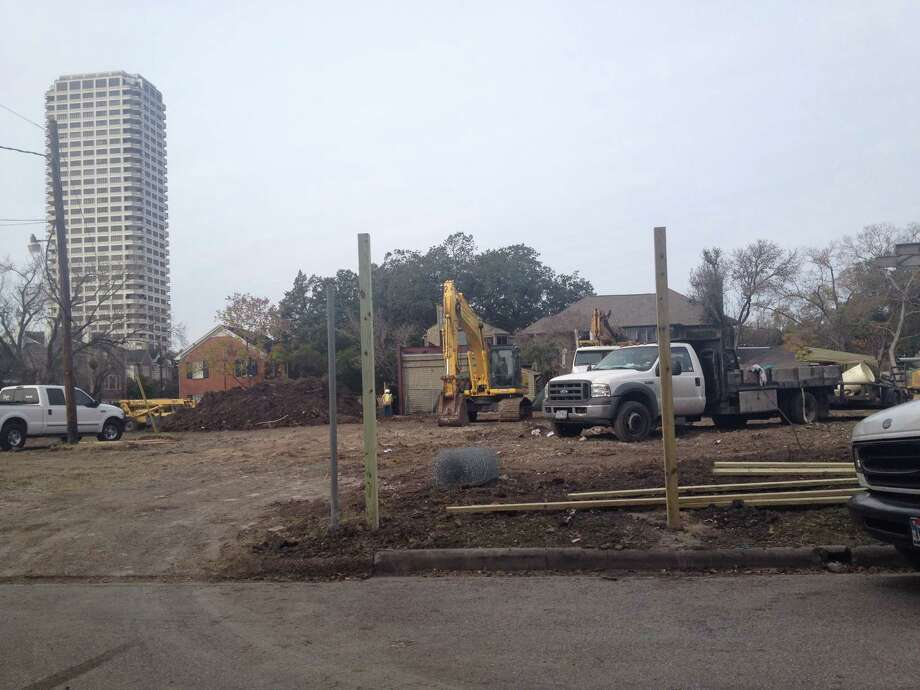 Workers clear land at the site of the 17-story office tower that is planned by Houston-based Hines. The tract is at 2229 San Felipe. Photo: Erin Mulvaney / ONLINE_YES