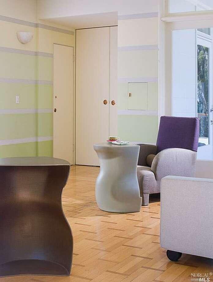 Atrium/sun room with ultra-modern furnishings.  Photos: MLS/Jean Pral, Pacific Union International