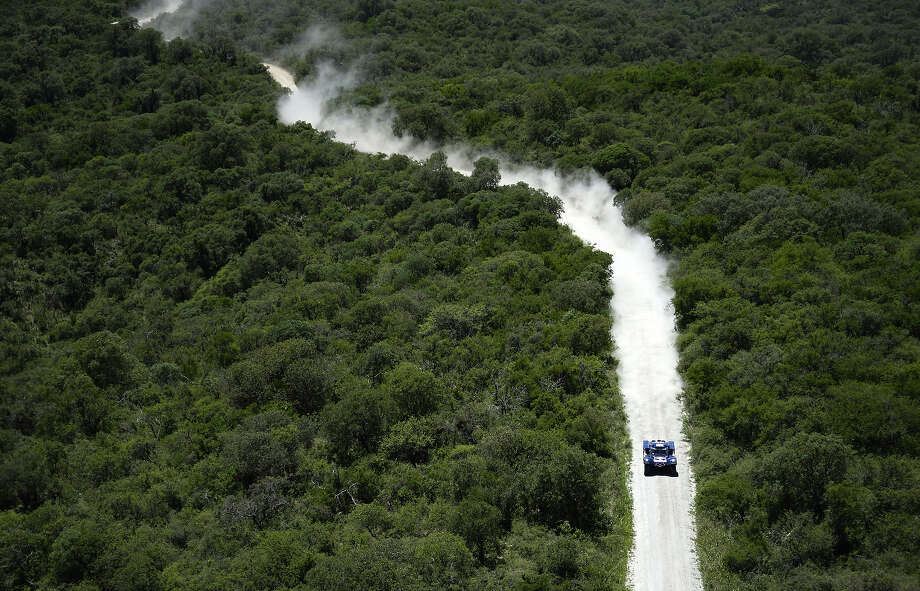 Spain's Carlos Sainz steers his buggy during the Stage 1 of the Rally Dakar 2014 between Rosario and San Luis , Argentina, on January 5, 2014. Photo: FRANCK FIFE, AFP/Getty Images / 2014 AFP