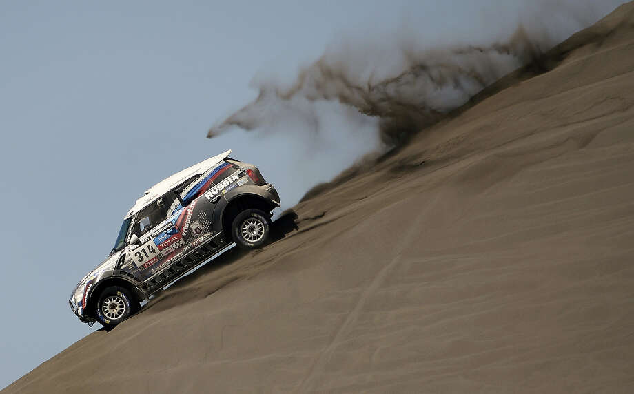 Mini's driver Vladimir Vasylyev of Russia ridesduring the 2014 Dakar Rally Stage 2 between San Luis and San Rafael, Argentina, on January 6, 2014. Photo: FRANCK FIFE, AFP/Getty Images / 2014 AFP