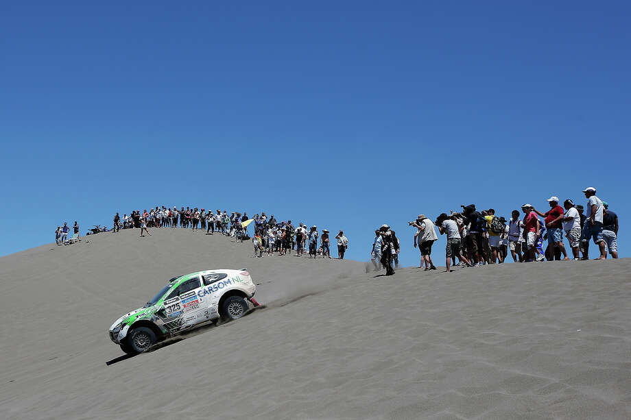 Erik Van Loon and Wouter Rosegaar of the Netherlands for HRX XDAKAR compete on Day 2 of the Dakar Rally 2014 on January 6, 2014 in the Dunes of Nihuil, Argentina. Photo: Dean Mouhtaropoulos, Getty Images / 2014 Getty Images
