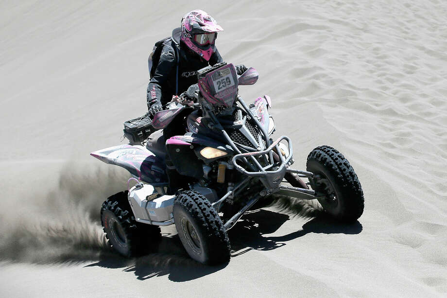 Camelia Liparoti of Italy for Yamaha Quadssvmag.com competes on Day 2 of the Dakar Rally 2014 on January 6, 2014 in the Dunes of Nihuil, Argentina. Photo: Dean Mouhtaropoulos, Getty Images / 2014 Getty Images