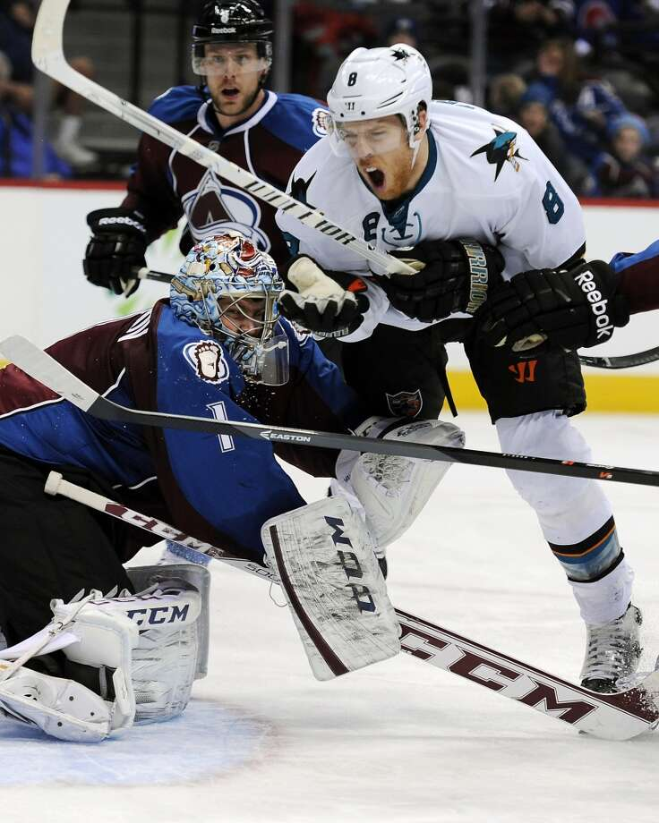 Colorado Avalanche goalie Semyon Varlamov, left, of Russia, tries to block San Jose Sharks center Joe Pavelski, right. Photo: Chris Schneider, Associated Press