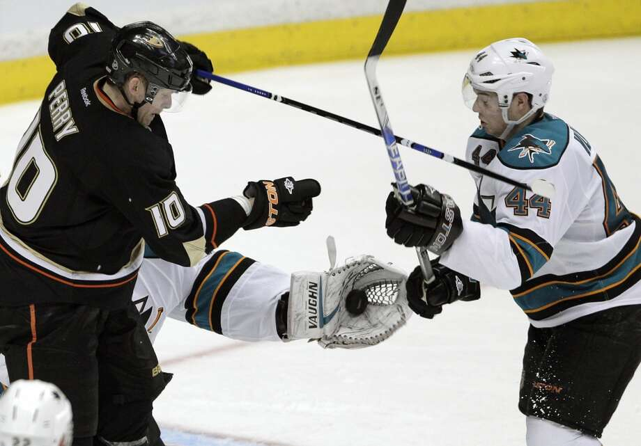 San Jose Sharks goalie Antti Niemi, center, of Finland, stops a shot. Photo: Jae C. Hong, Associated Press