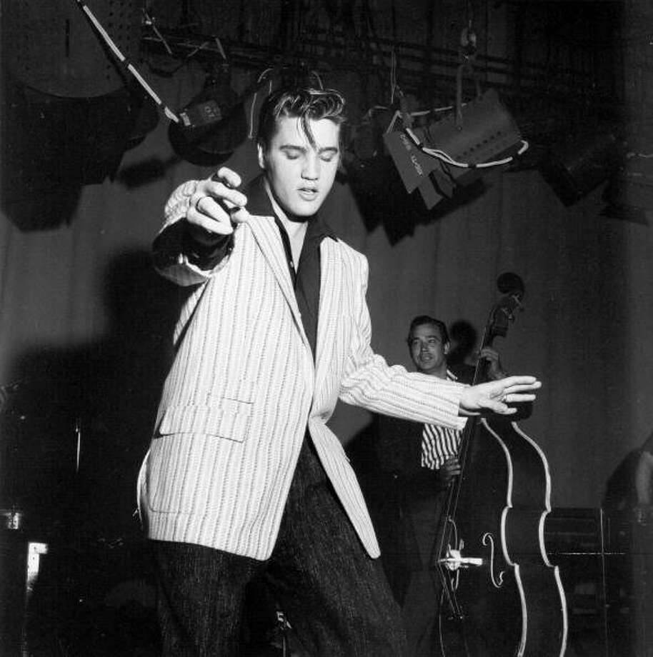 CIRCA 1970:  Photo of Elvis Presley.  Photo by Michael Ochs Archives/Getty Images