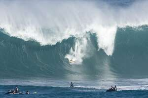 Mavericks surf contest having anxious moments - Photo