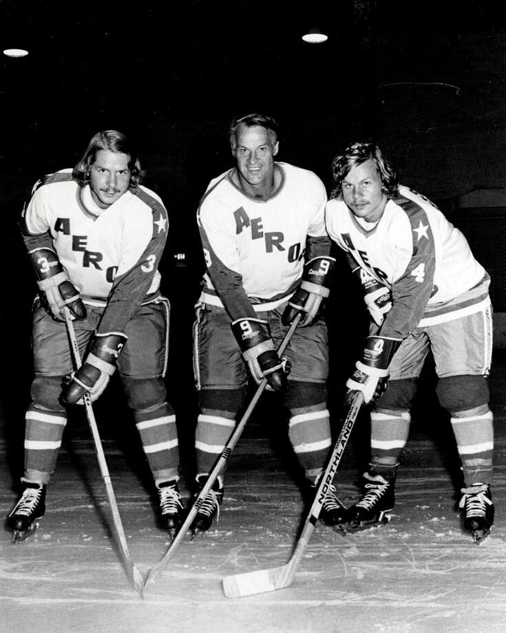 Mark Howe (right)