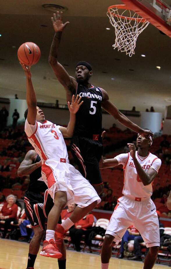 Houston Cougars guard Jaaron Simmons (3) tries to score against Cincinnati Bearcats forward Justin Jackson (5) on the way to the basket during the first half of a college basketball game at Hofheinz Pavilion, Tuesday, Jan. 7, 2014, in Houston. Photo: Karen Warren, Houston Chronicle / © 2013 Houston Chronicle