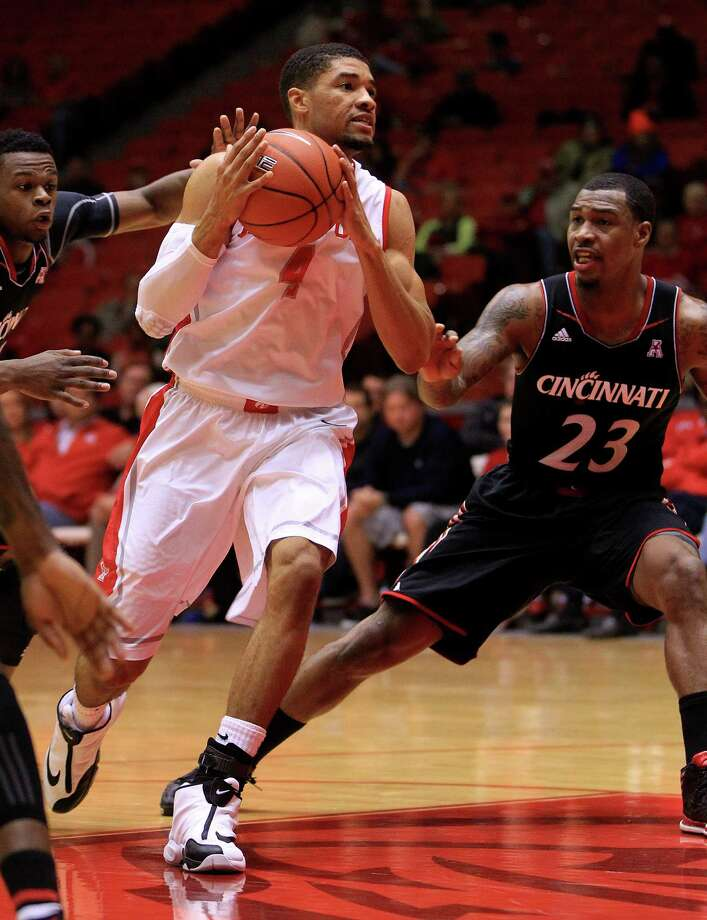 Houston Cougars guard LeRon Barnes (4) charges to the basket against Cincinnati Bearcats guards Ge'Lawn Guyn (14) and Sean Kilpatrick (23) during the first half of a college basketball game at Hofheinz Pavilion, Tuesday, Jan. 7, 2014, in Houston. Photo: Karen Warren, Houston Chronicle / © 2013 Houston Chronicle