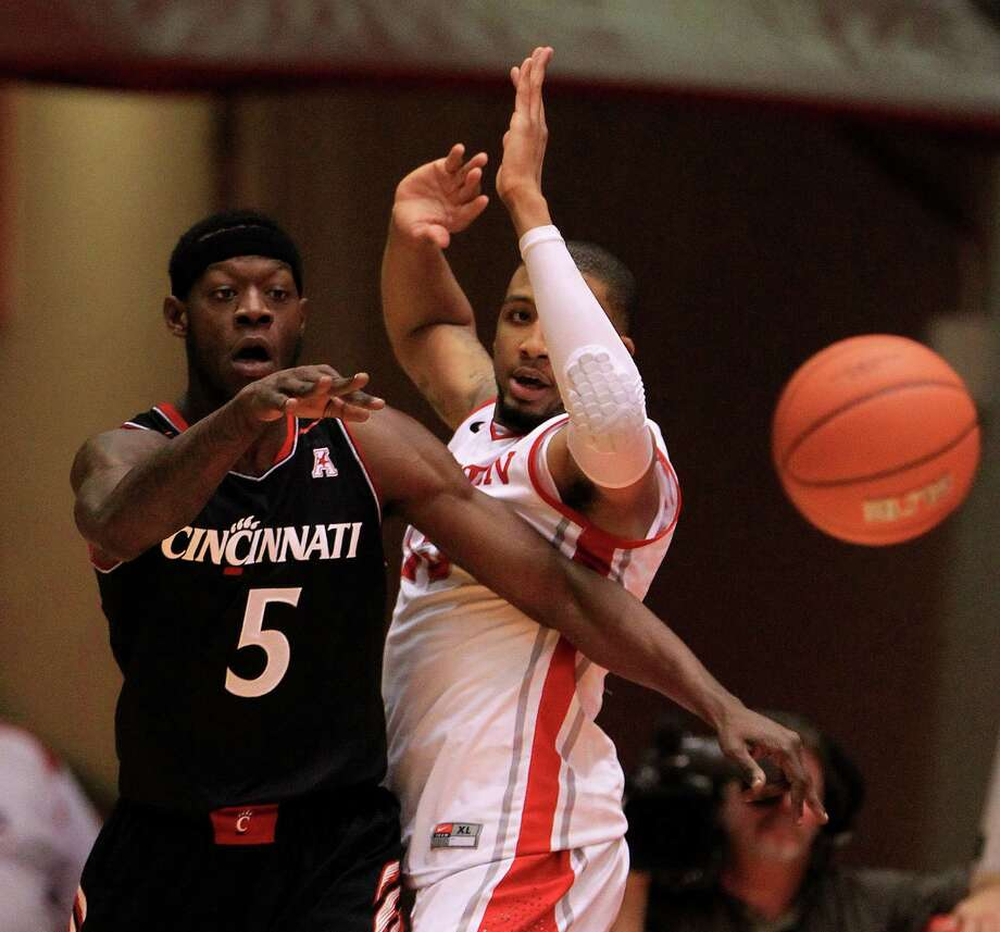 Cincinnati Bearcats forward Justin Jackson (5) passes the ball against Houston Cougars forward TaShawn Thomas (35) during the first half of a college basketball game at Hofheinz Pavilion, Tuesday, Jan. 7, 2014, in Houston. Photo: Karen Warren, Houston Chronicle / © 2013 Houston Chronicle