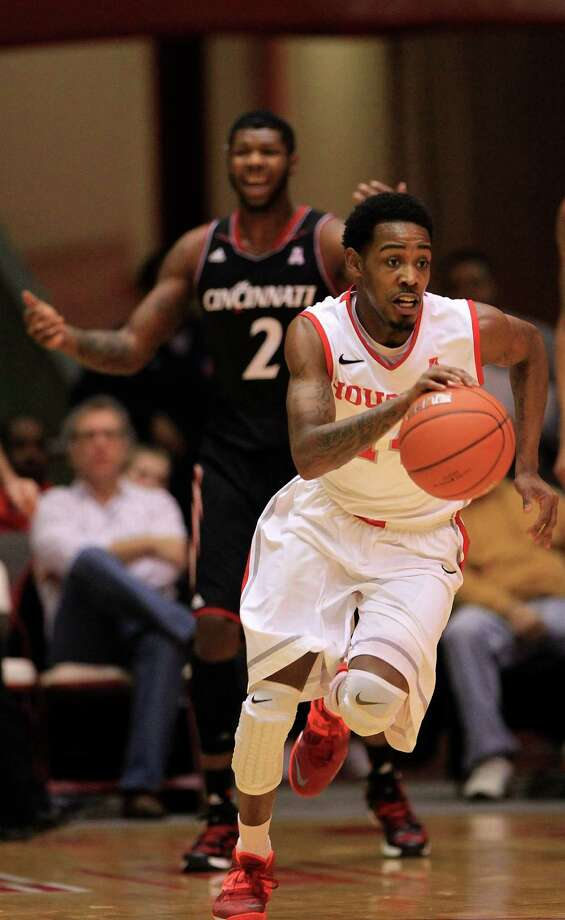 Houston Cougars Tione Womack (14) runs up the court during the first half of a college basketball game at Hofheinz Pavilion, Tuesday, Jan. 7, 2014, in Houston. Photo: Karen Warren, Houston Chronicle / © 2013 Houston Chronicle