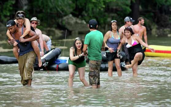 METRO    A group of recreationalists is force to walk over a rocky area on the Guadalupe River where their boat would not float due to low water level on Saturday.  May 23, 2009.   Tom Reel/Staff Photo: TOM REEL, Tom Reel/Express-News / treel@express-news.net