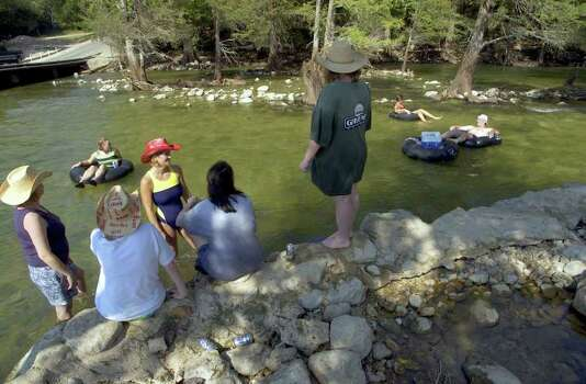 METRO     ---   People gather on the Guadalupe River Saturday, Sept. 28, 2002 in Gruene on the first day the river has been open to tubers since this summer's floods as tubers pass in the background.           (WILLIAM LUTHER/STAFF) Photo: WILLIAM LUTHER, SAN ANTONIO EXPRESS-NEWS / SAN ANTONIO EXPRESS-NEWS