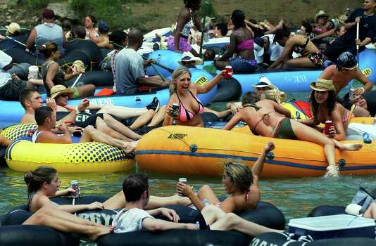 METRO   Tubers and rafters party it up on the Guadalupe River Saturday afternoon.  TUBING ON THE GUADALUPE RIVER.      TOM REEL/STAFF   MAY 29, 2004. Photo: TOM REEL, SAN ANTONIO EXPRESS-NEWS / SAN ANTONIO EXPRESS-NEWS