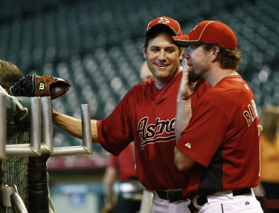 Brick-red: Lance Berkman chats with Bagwell in 2010. Photo: Karen Warren, Chronicle / © 2010 Houston Chronicle